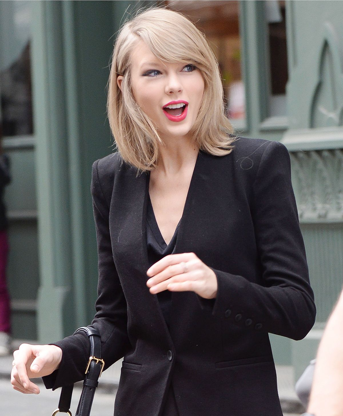 taylor swift leaves her new york apartment hawtcelebs