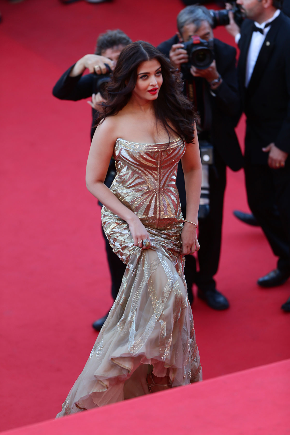 Aishwarya Rai: Latest New look HD Hot and Sexy Photo Gallery |Aishwarya Rai 2014 March