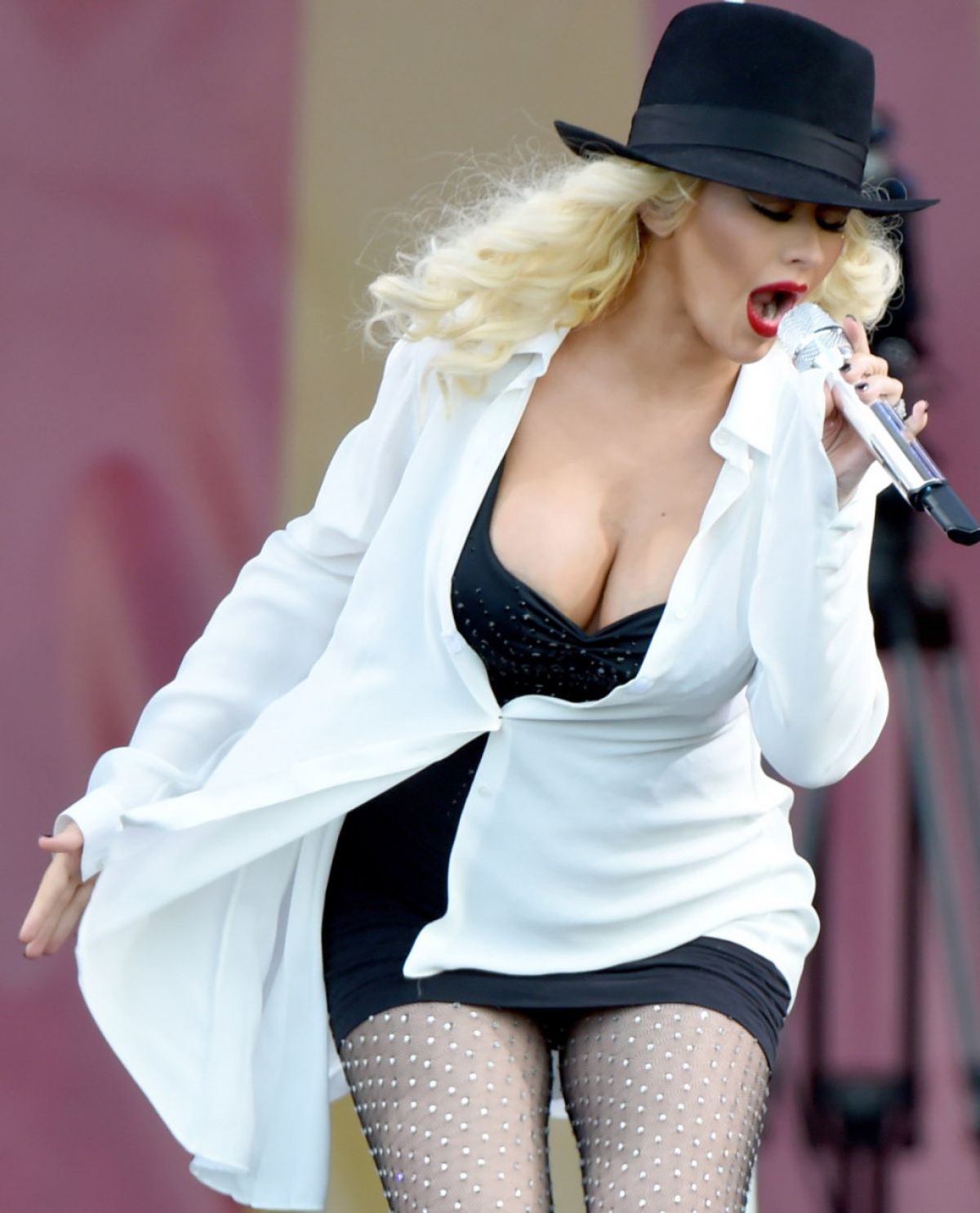 Performs at 2014 New Orleans Jazz & Heritage Festival - HawtCelebs