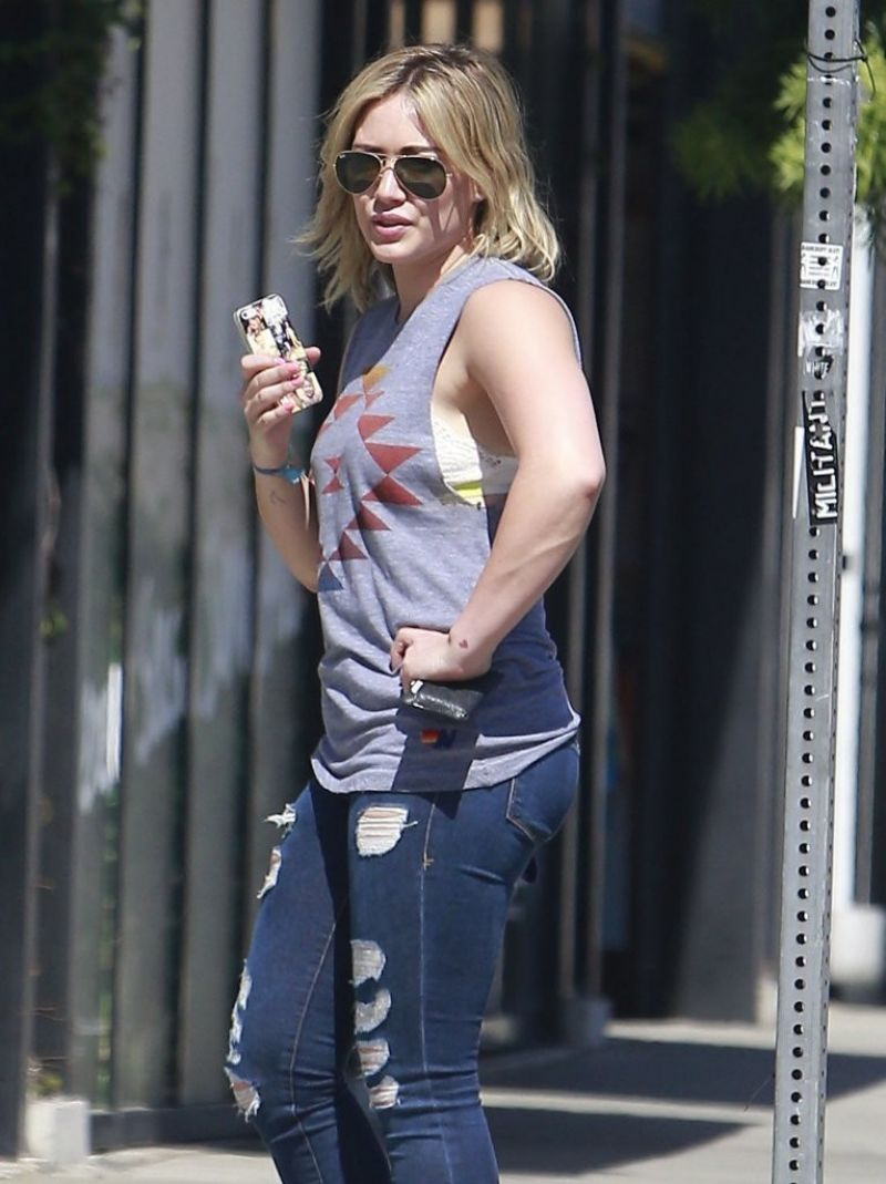 HILARY DUFF in TIght Ripped Jeans Out in Los Angeles - HawtCelebs ...