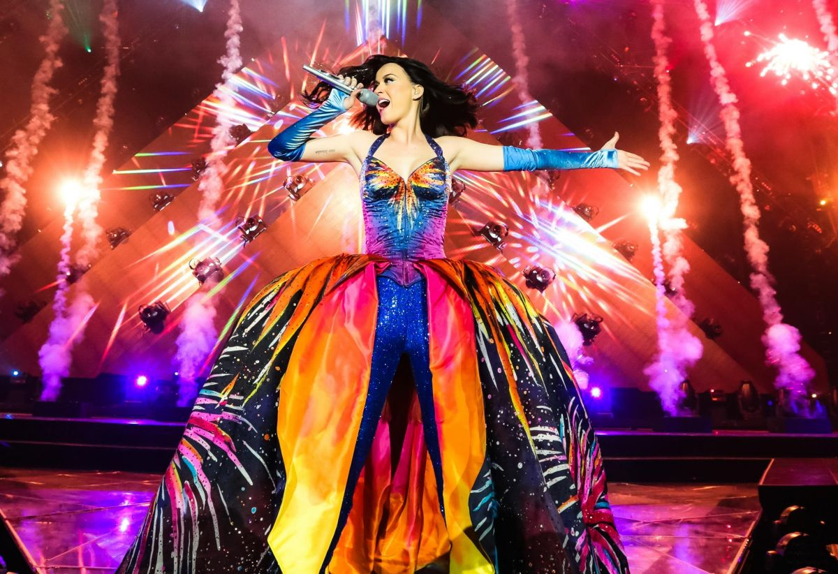 KATY PERRY Performs at Prismatic World Tour in Belfast ...