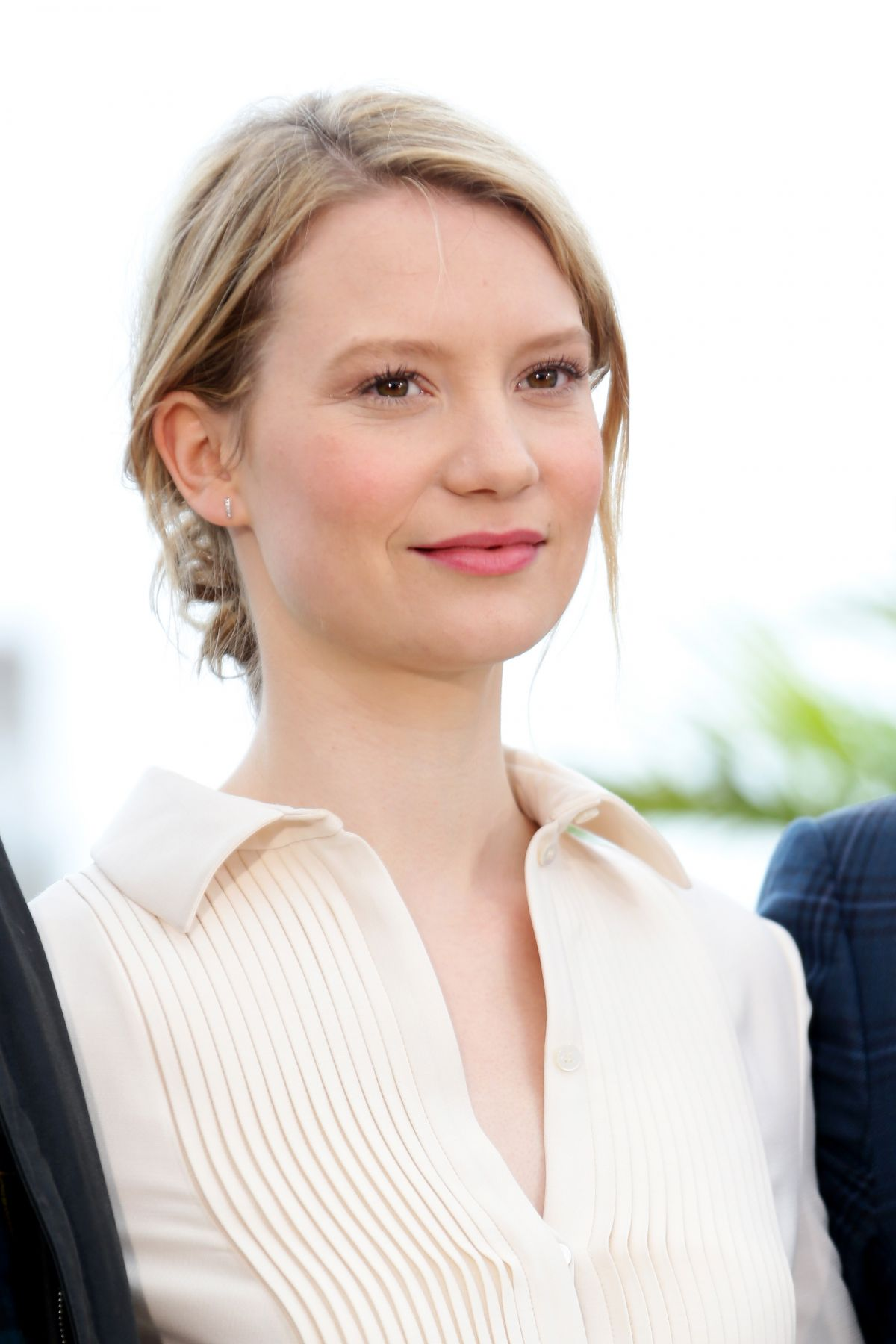 Mia At The 2016 Fashion Prom Dress Promo: MIA WASIKOWSKA At Maps To The Stars Photocall At Canne