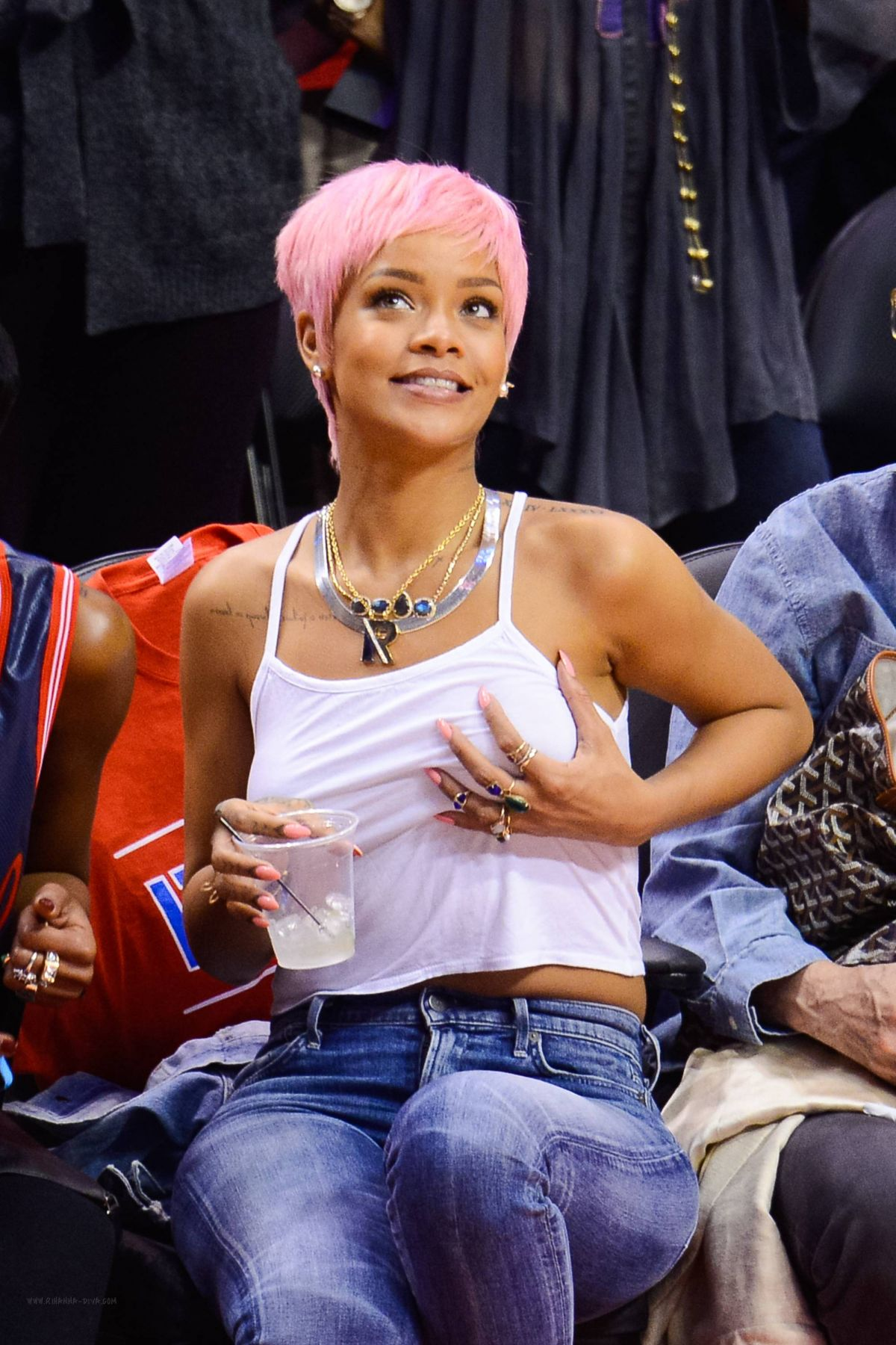 RIHANNA Shows Pink Hair at the Clippers Game in Los Angeles