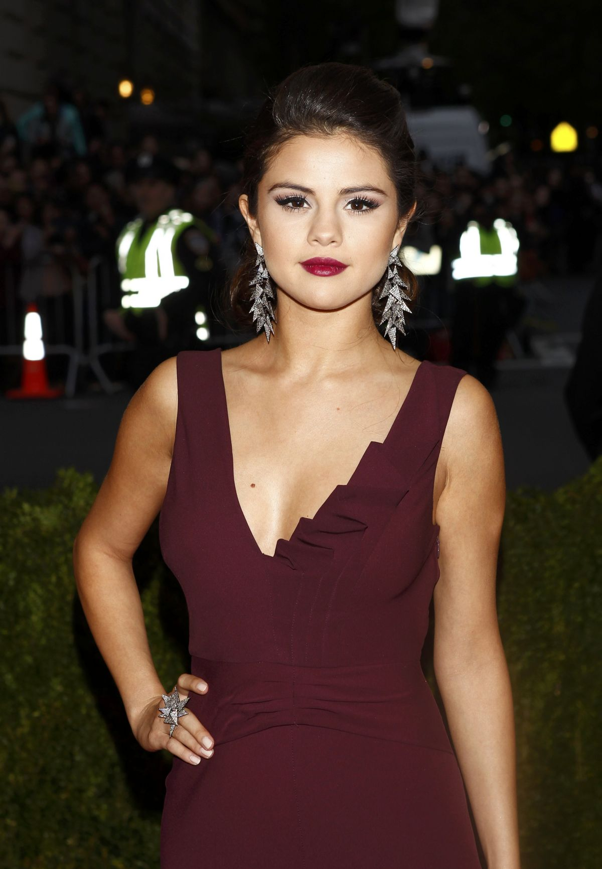 Selena gomez at met gala 2014 in ney york hawtcelebs hawtcelebs - Photo selena gomez 2014 ...