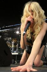 Taylor-Momsen-2014-Rock-On-The-Range-in-Ohio-5 - SAWFIRST