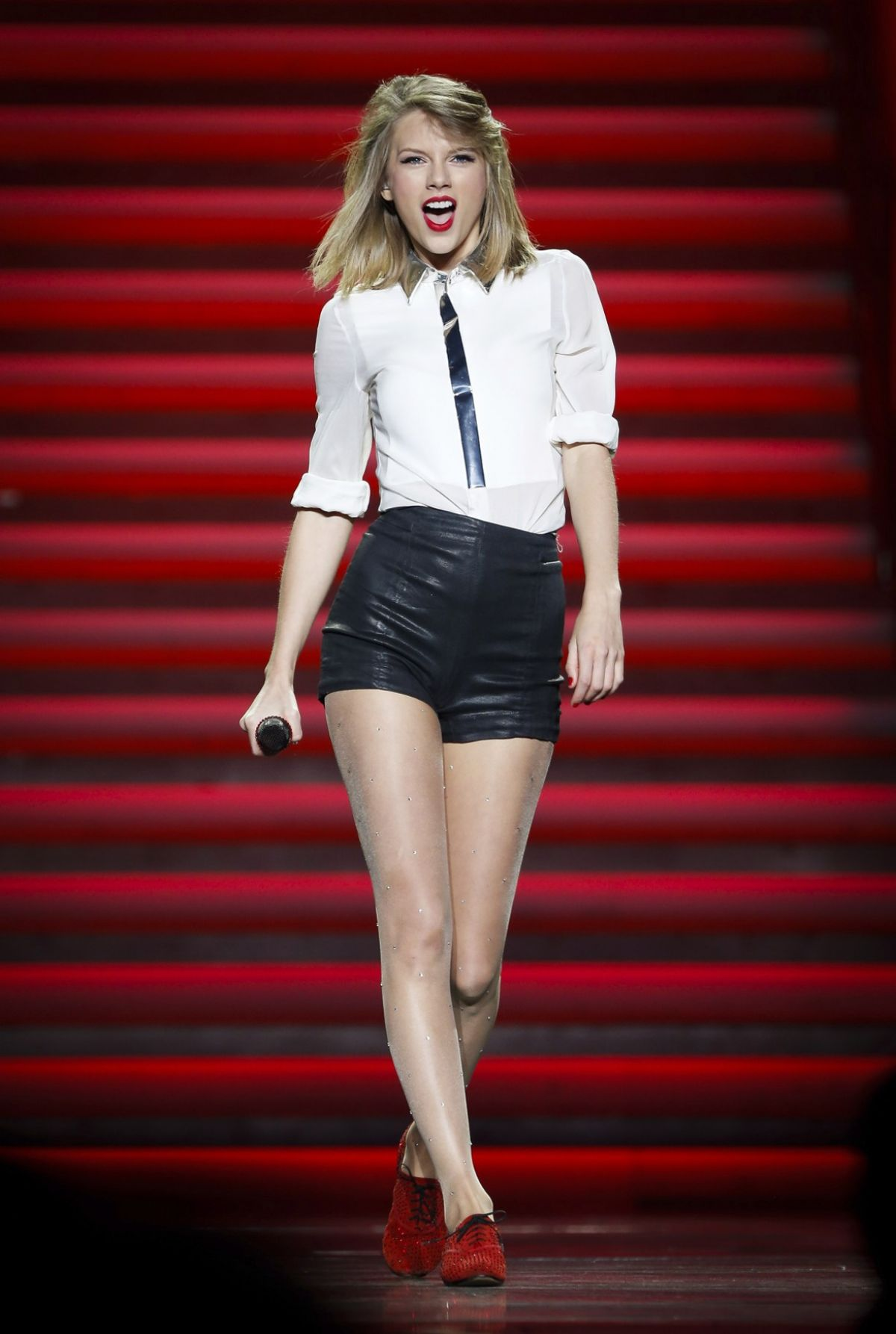TAYLOR SWIFT Performs at a Concert in Shanghai