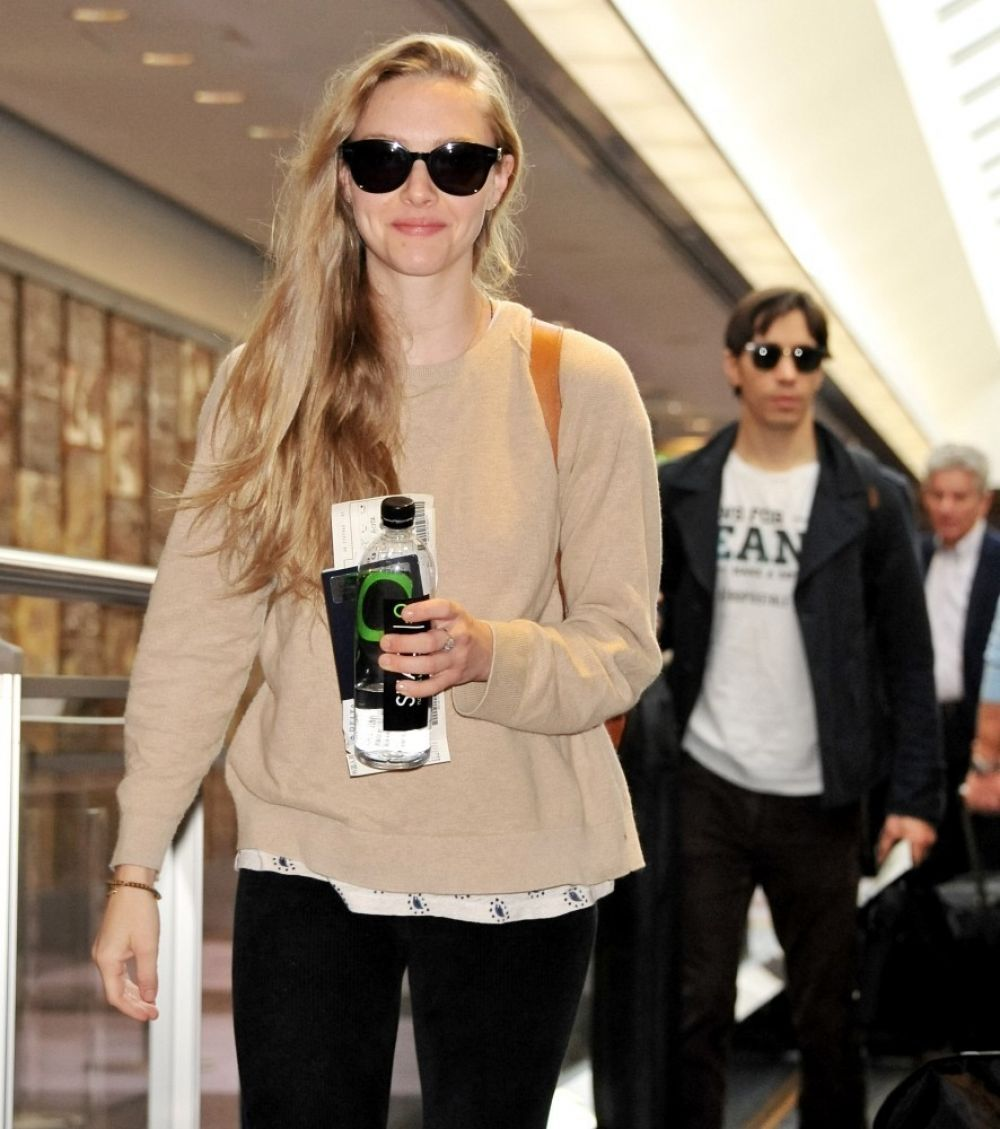 AMANDA SEYFRIED at Narita International Airport