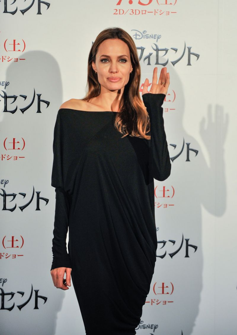 ANGELINA JOLIE ar Maleficent Press Conference in Tokyo