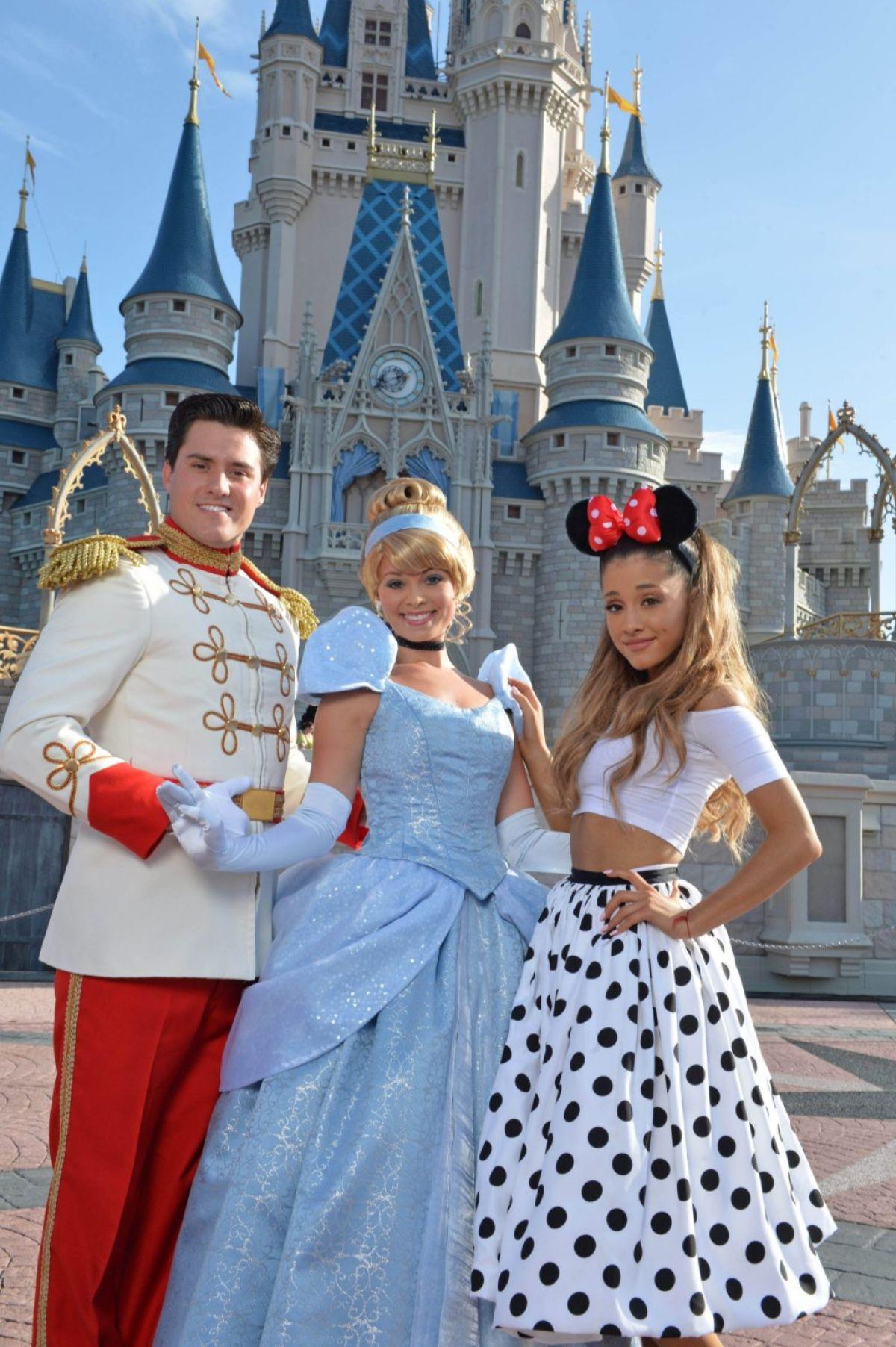 Ariana Grande Christmas Outfit 2012 ARIANA GRANDE Celebrat...