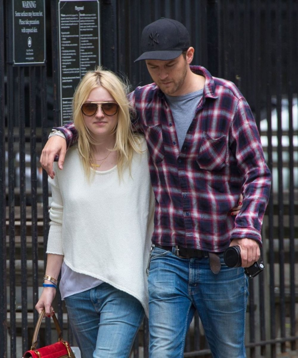 jamie strachan dakota fanning dating Dakota fanning recently revealed that she has called it quits with boyfriend, jamie strachan, and opened up about the horrific world of dating the 22-year-old actress candidly discusses her love life in the october issue of town & country.