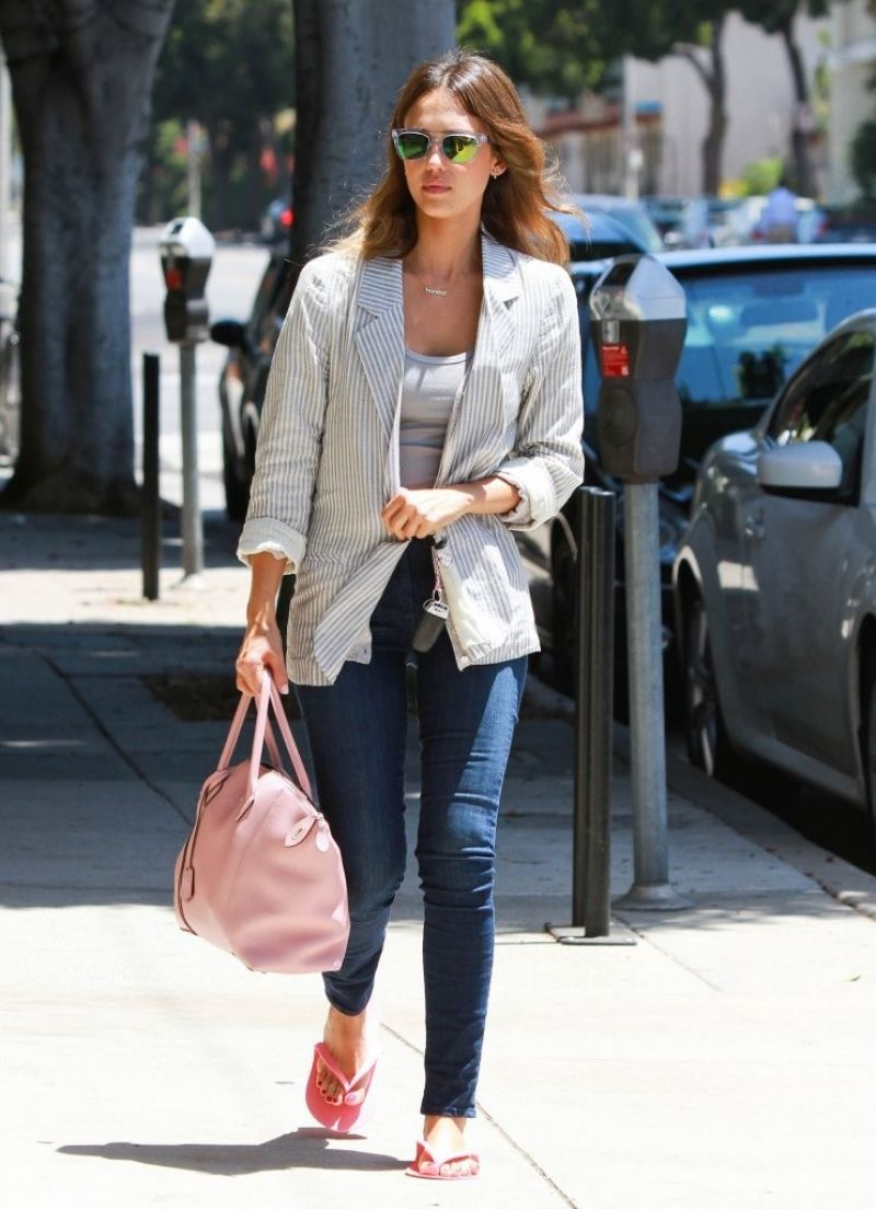 JESSICA ALBA Leaves a Nail Salon in Brentwood - HawtCelebs
