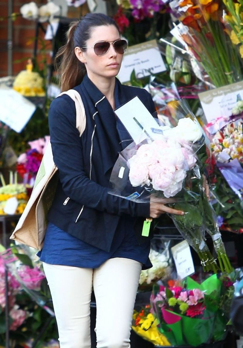 JESSICA BIEL Buys Some Flowers in West Hollywood