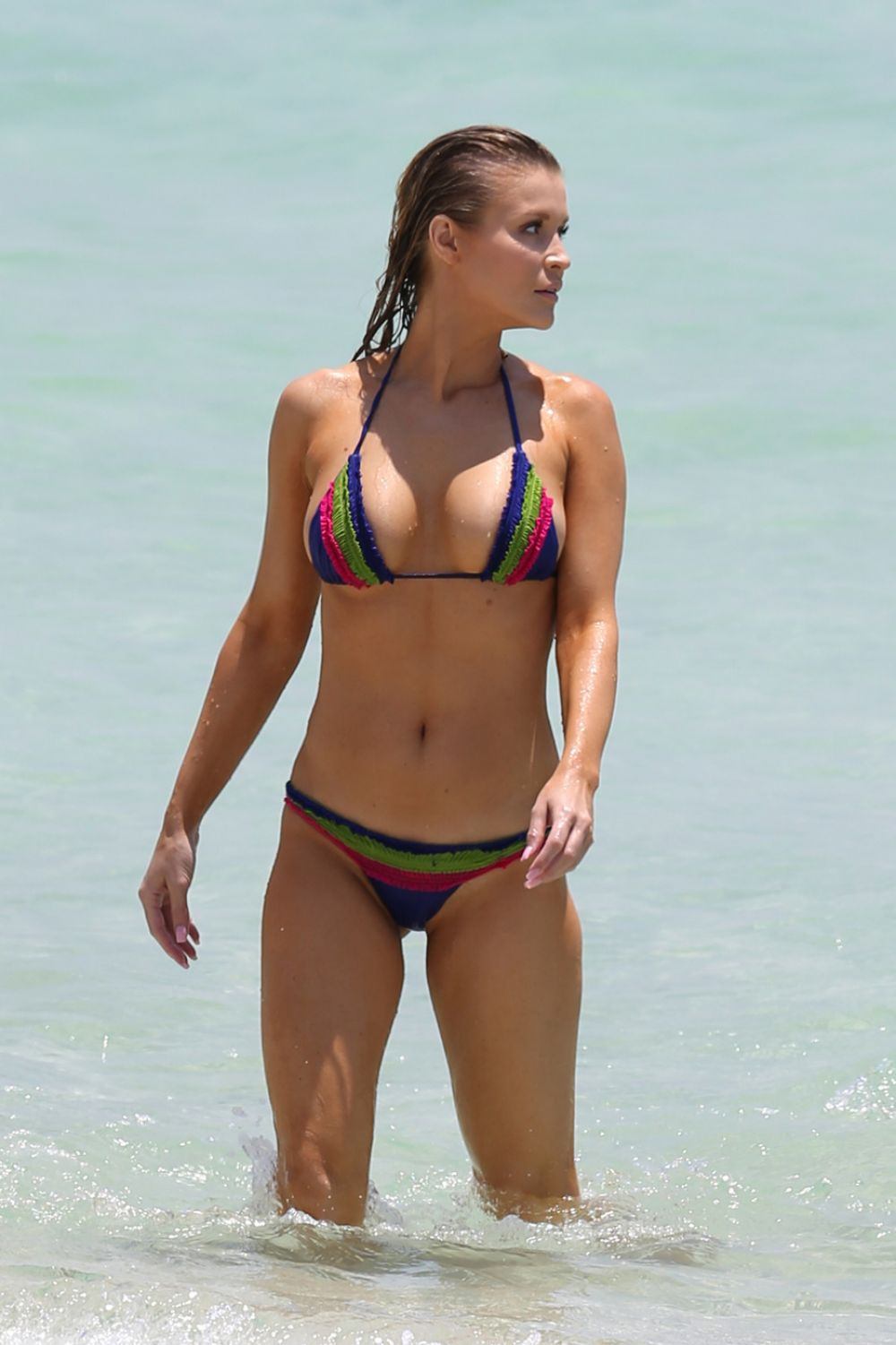 Ex tennis player shows off her athletic body 9