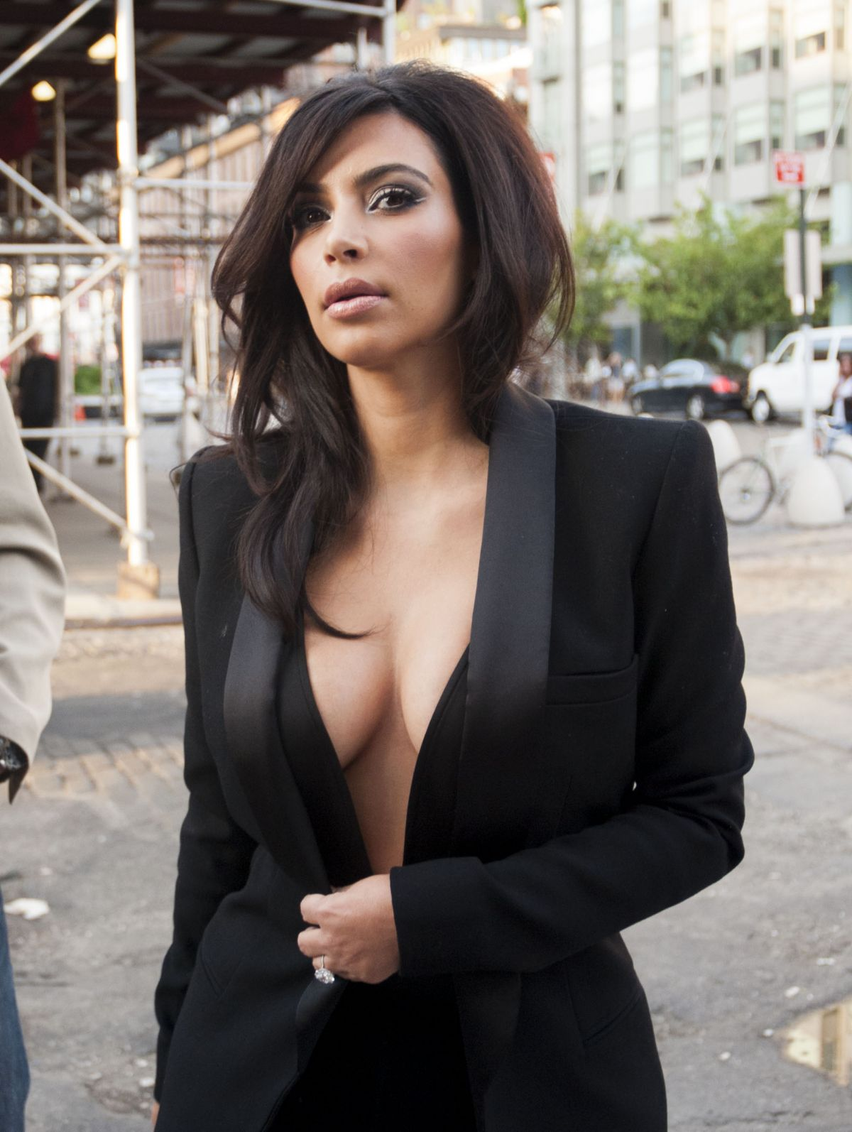 KIM KARDASHIAN Out and About in New York 1606
