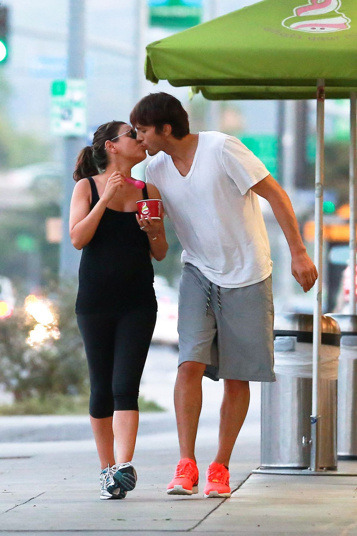 pregnant mila kunis and ashton kutcher out in sherman oaks