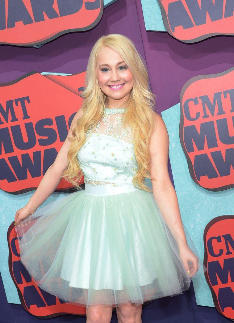 RAELYNN at 2014 CMT Music Awards in Nashville