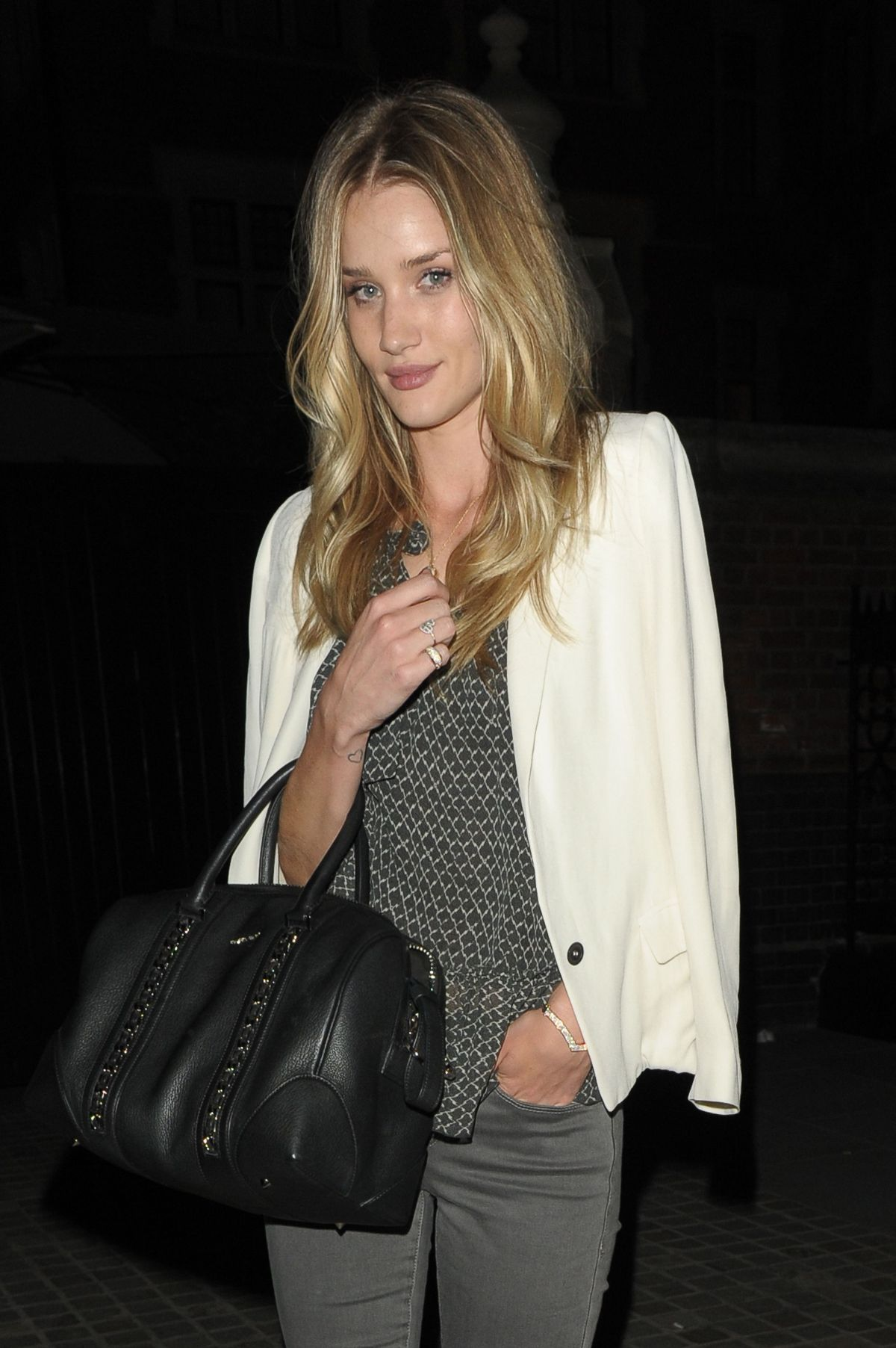 ROSIE HUNTINGTON-WHITELEY Leaves at Chiltern Firehouse in Lodon
