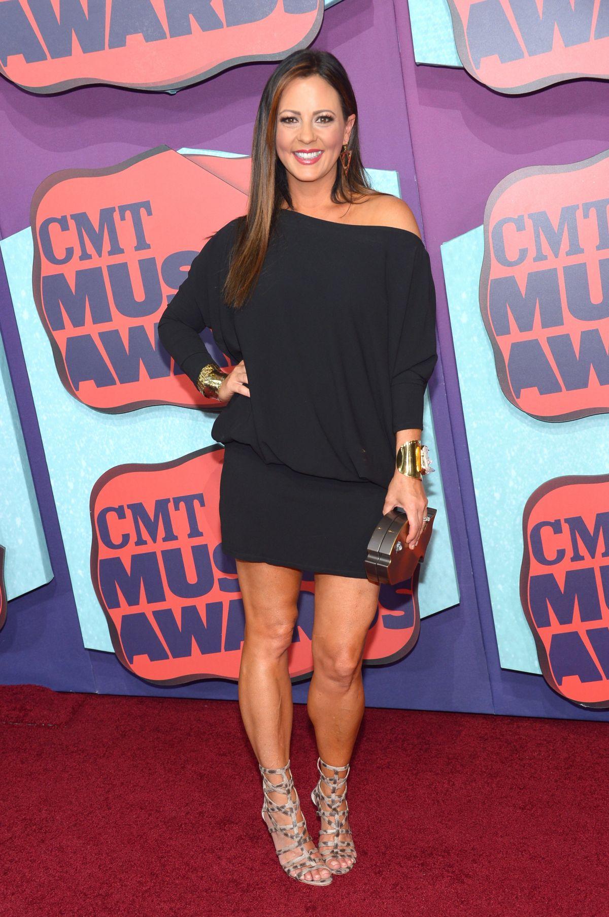 SARA EVANS at 2014 CMT Music Awards in Nashville