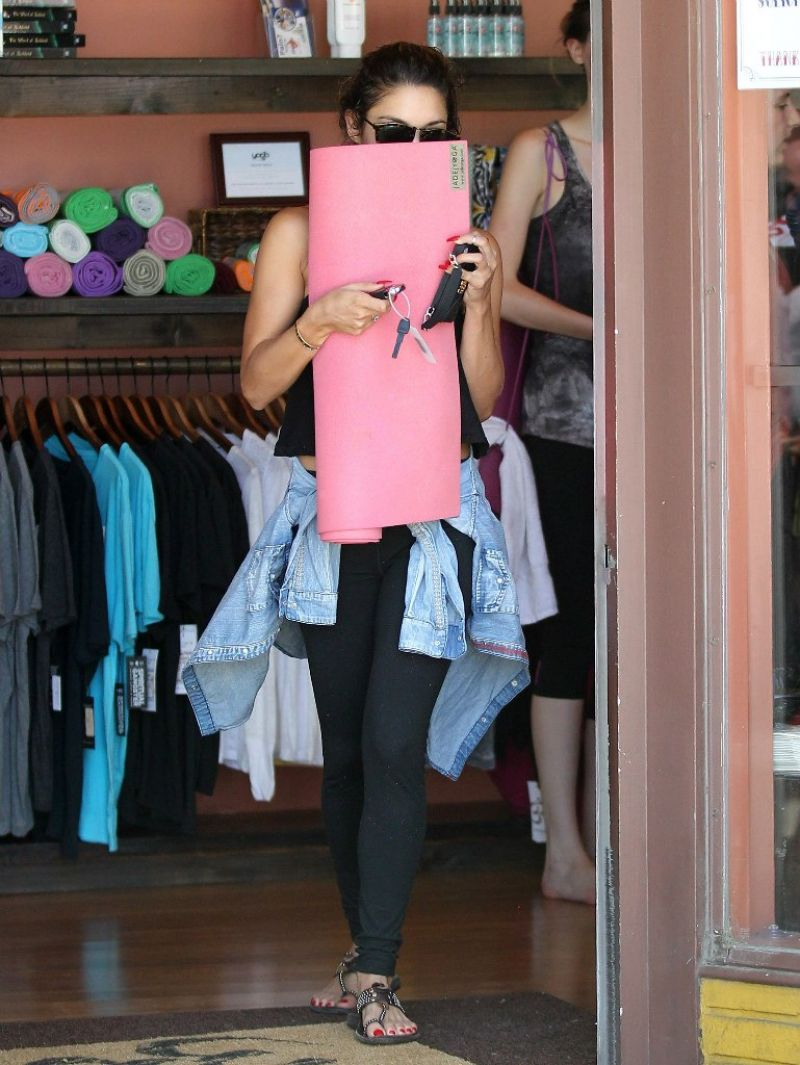 vanessa hudgens at aaron brothers art and framing in studio city