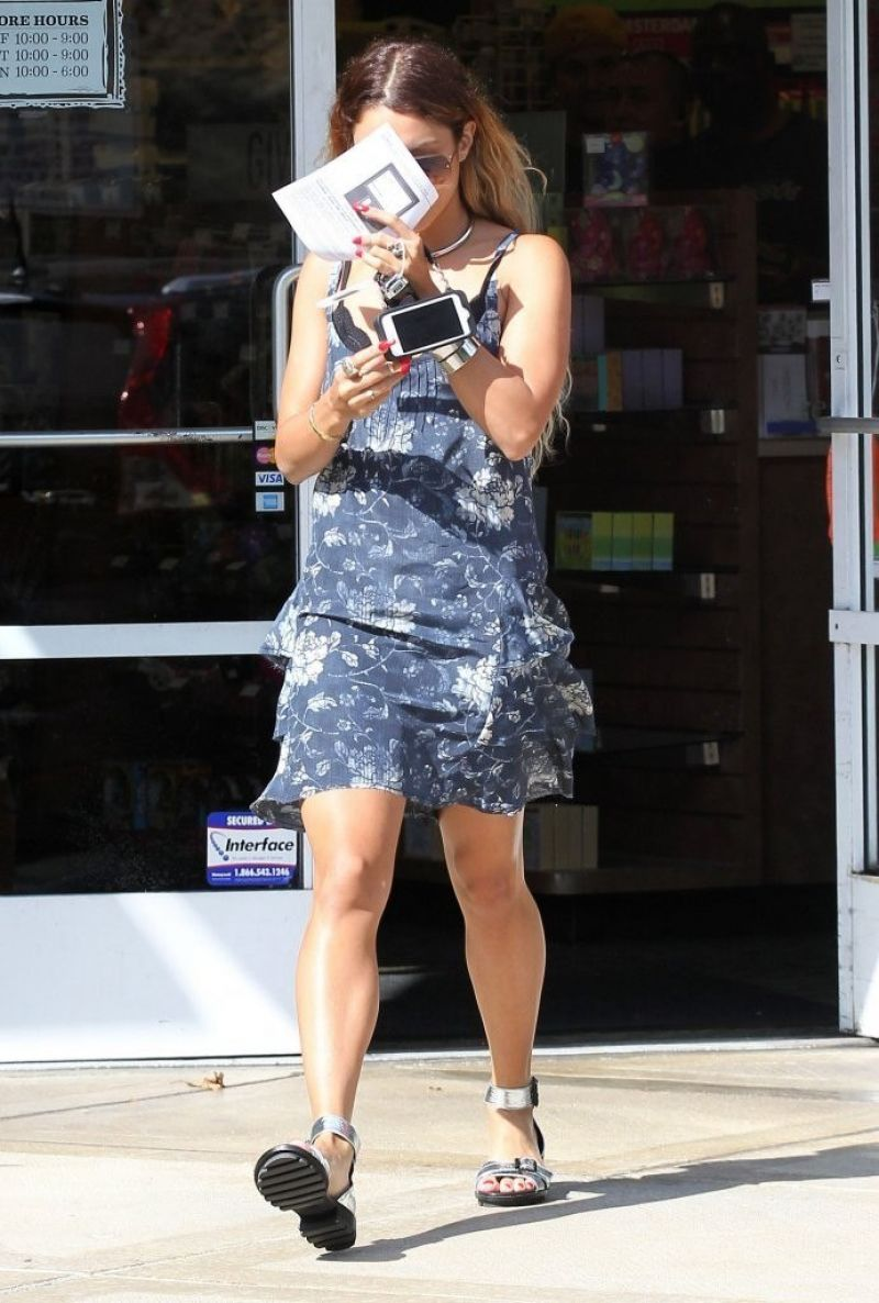VANESSA HUDGENS Leaves Aaron Brothers Art and Framing in Sherman ...