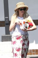 ASHLEE SIMPSON Leaves McDonald