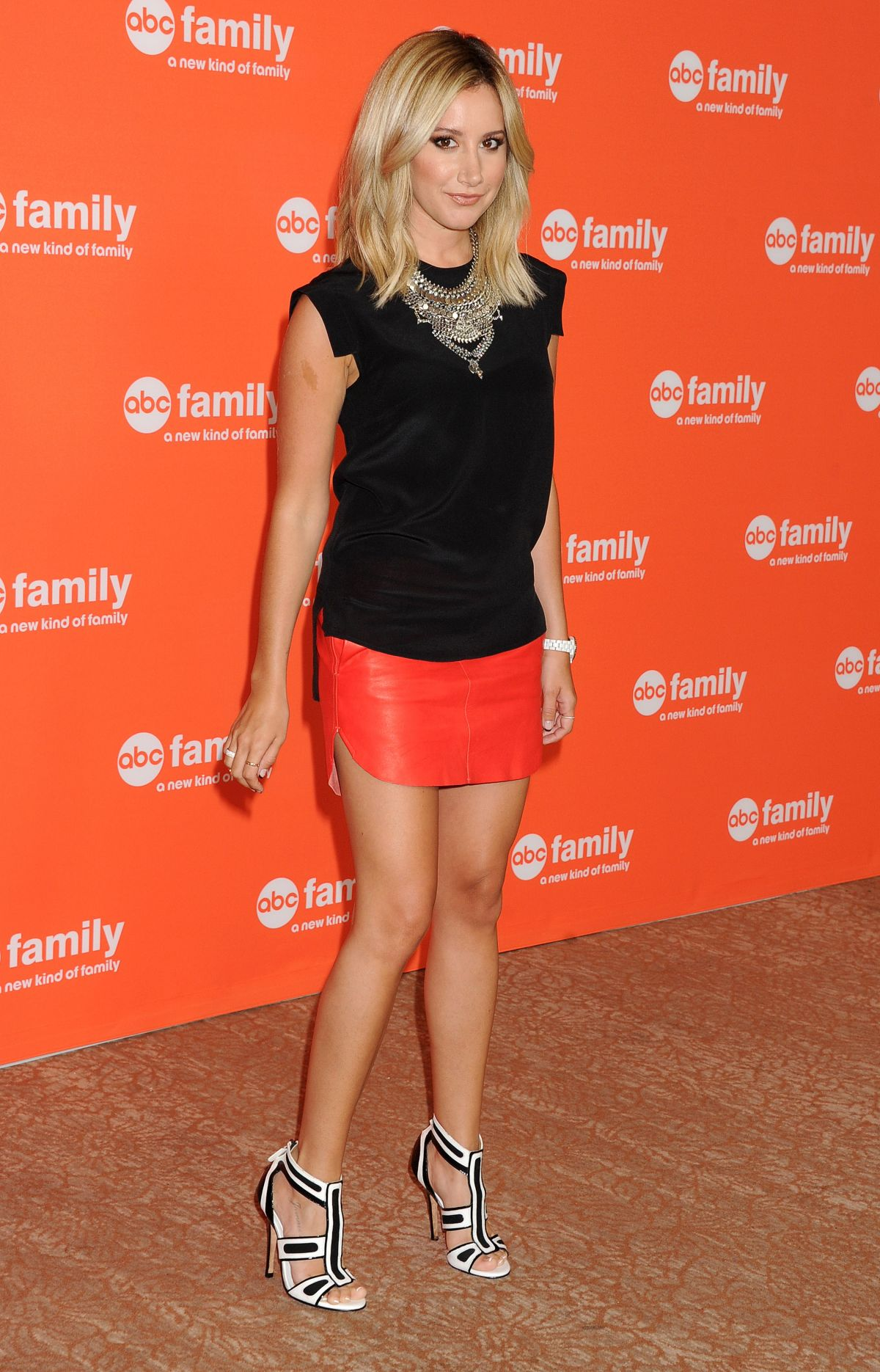 ashley tisdale dating wdw Before he married actress ashley tisdale, composer christopher french was once linked to cuoco it's unclear exactly how long they dated, but the two are reported to have been together during 2011 and 2012.