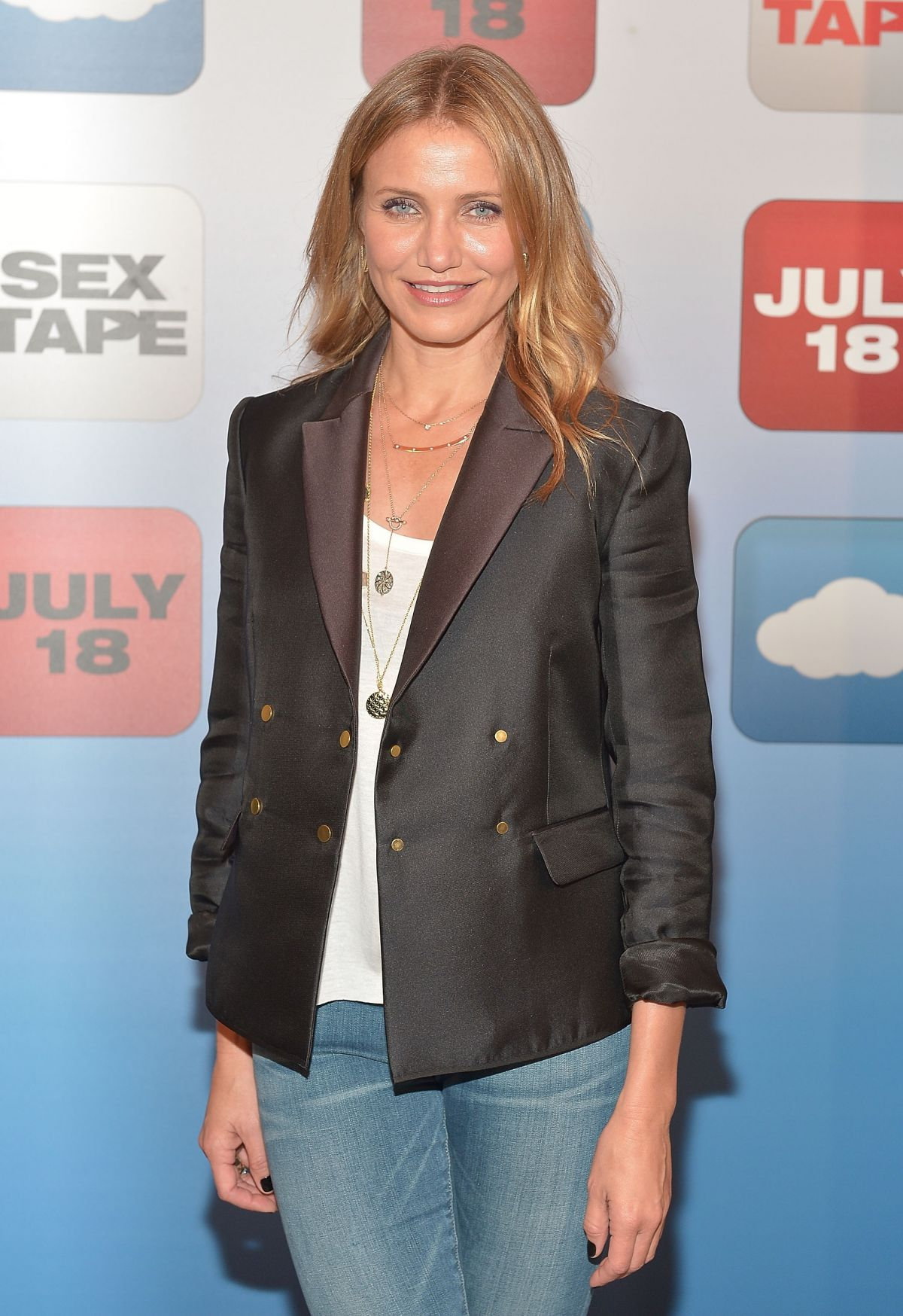 CAMERON DIAZ at S.. Tape Photocall in Beverly Hills