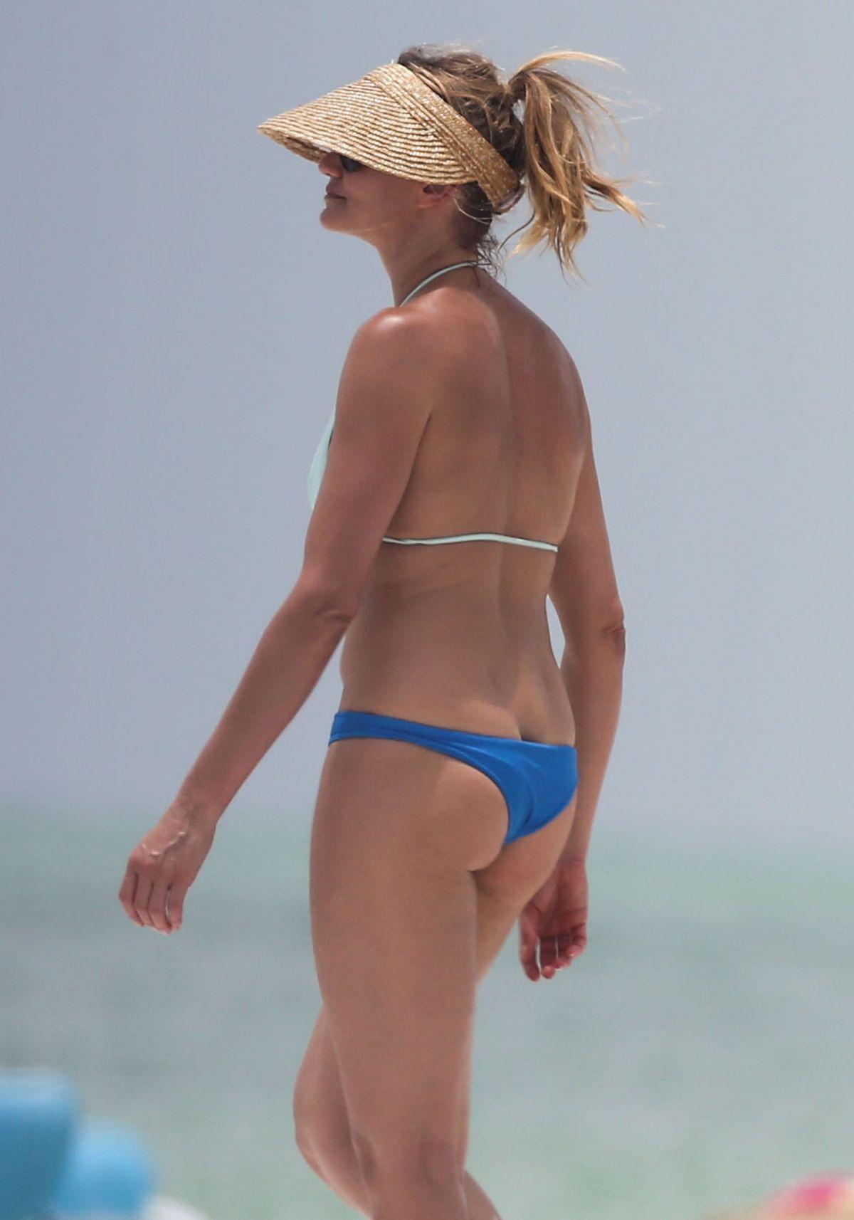 CAMERON DIAZ in Bikini at a Beach in Florida - HawtCelebs ... Cameron Diaz Florida