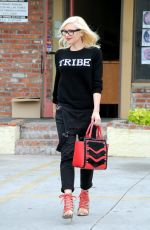 GWEN STEFANI Leaves a Acupuncturist in Los Angeles