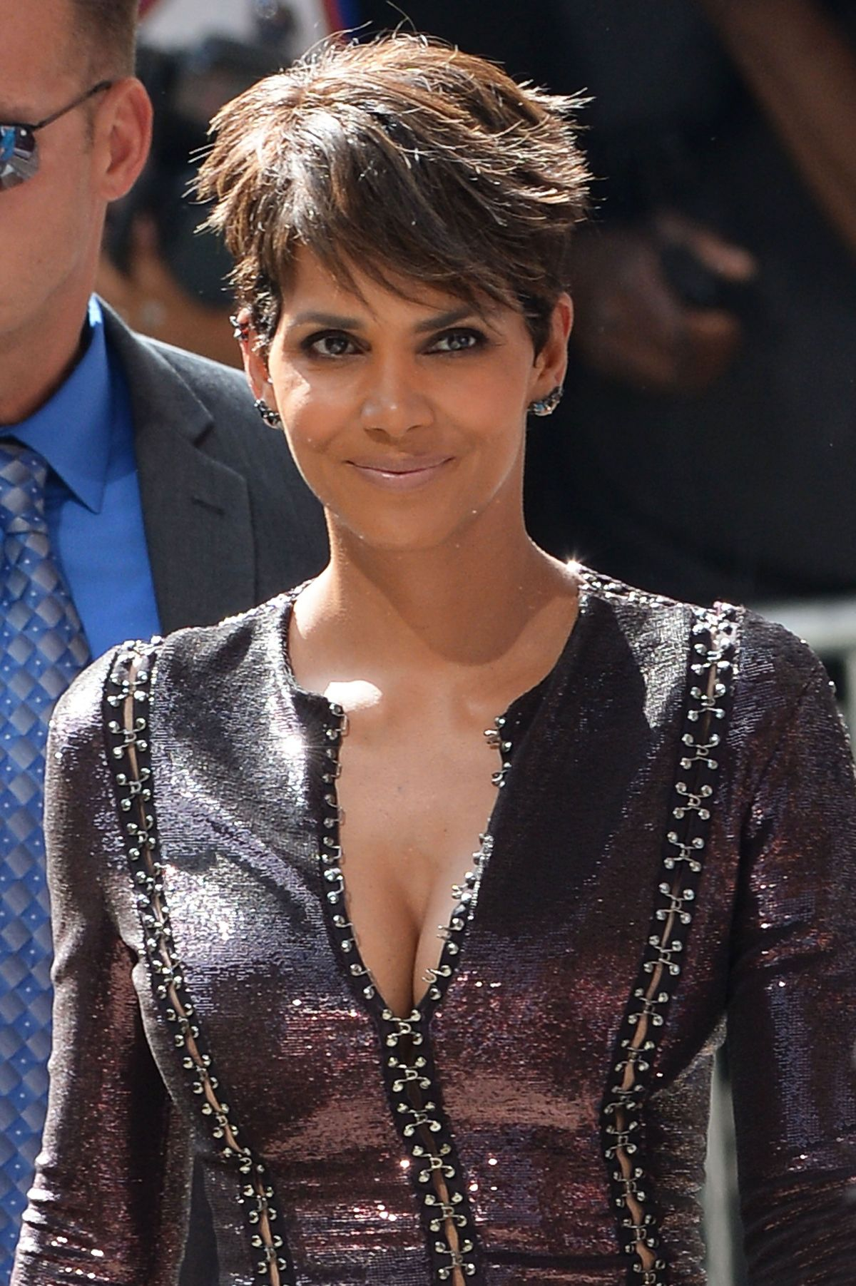 halle berry arrives at late show with david letterman