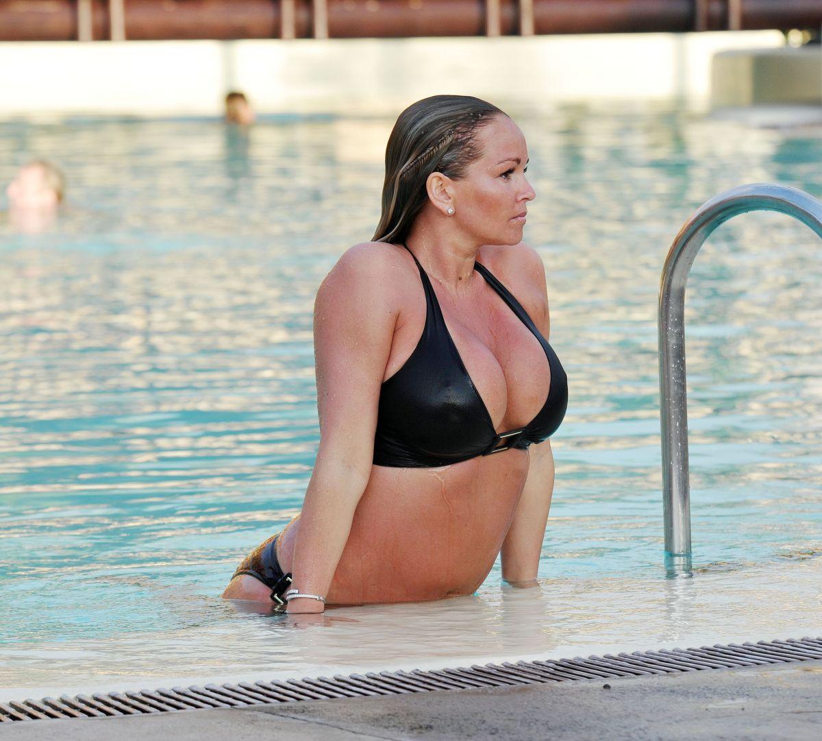 Son Jennifer ellison bikini Lucky guy