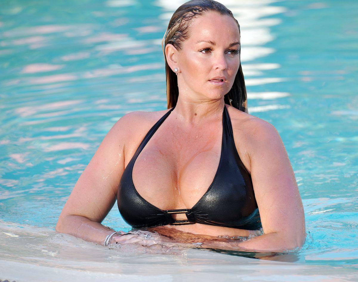 Jennifer ellison bikini love