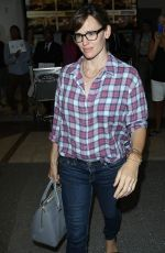 JENNIFER GARNER Arrives at Los Angeles International Airport