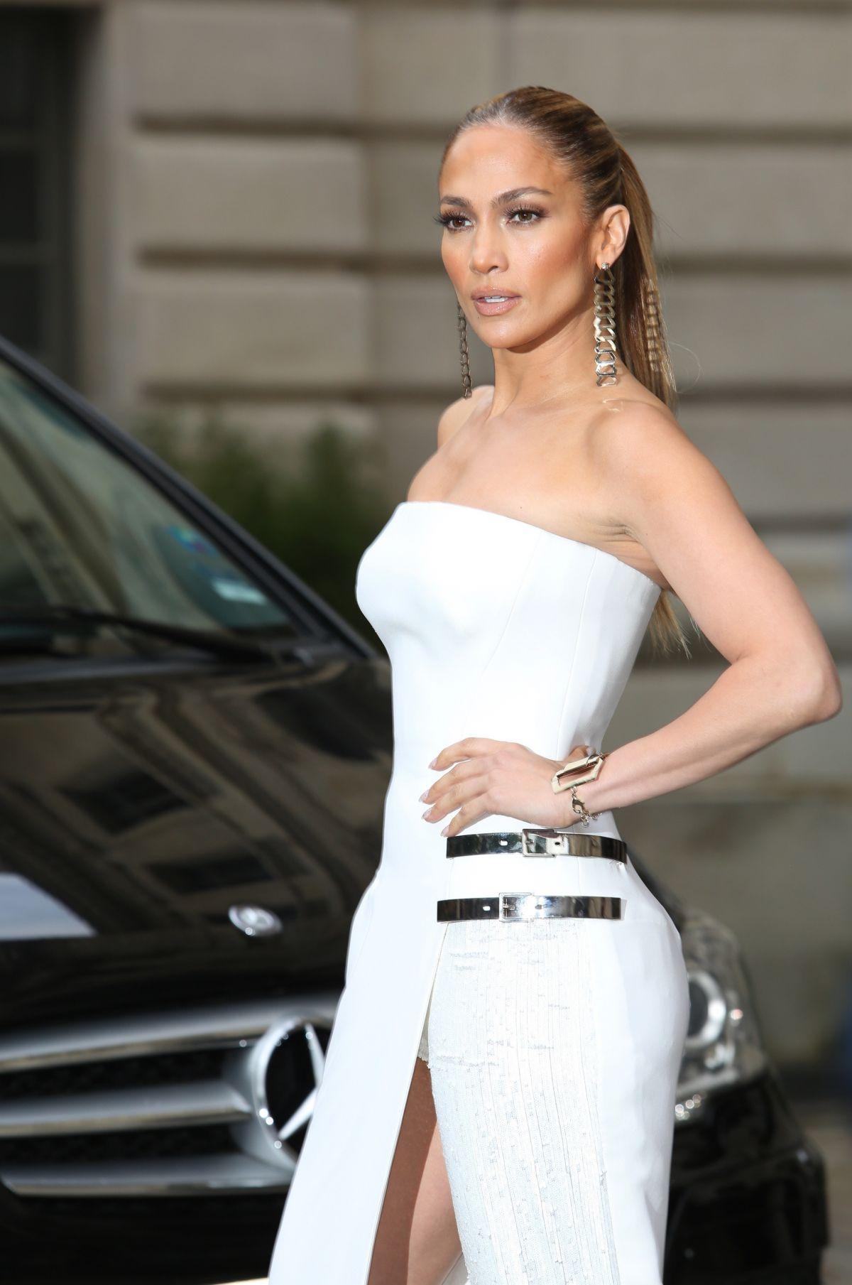 JENNIFER LOPEZ at Versace Fashion Show in Paris