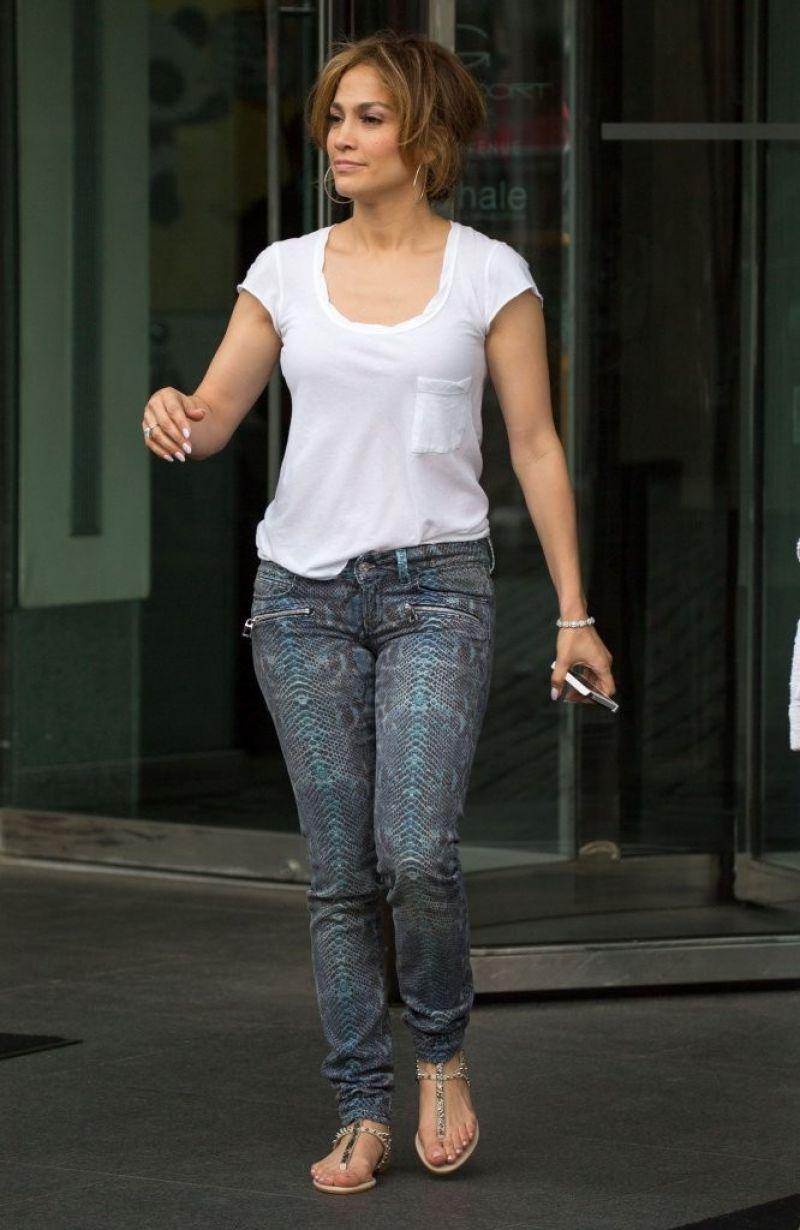 JENNIFER LOPEZ Leaves Her New York Hotel