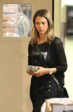 JESSICA ALBA Shopping at Whole Foods in Los Angeles