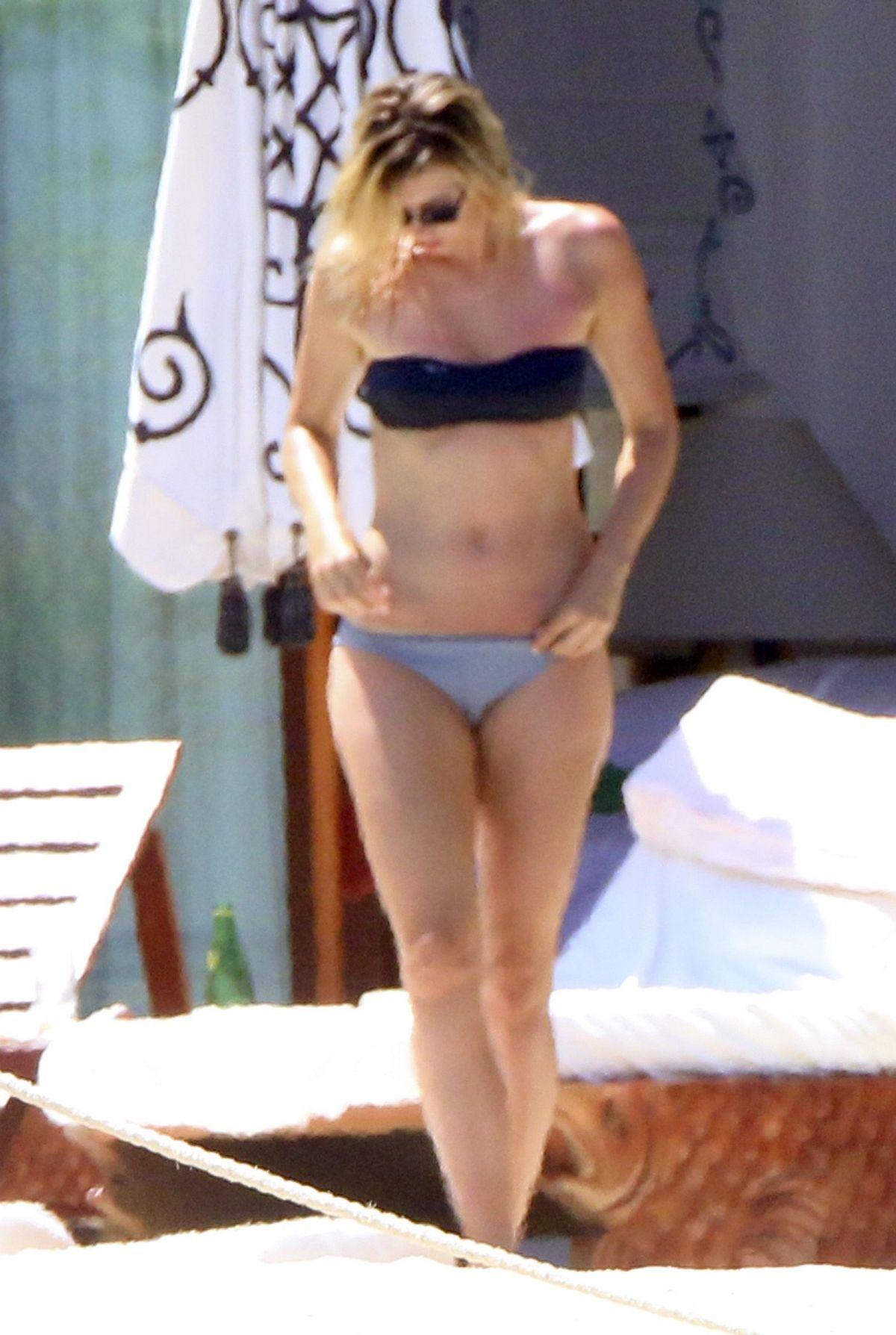 MARIA SHARAPOVA in Bikini on Vacation in Cabo San Lucas - HawtCelebs