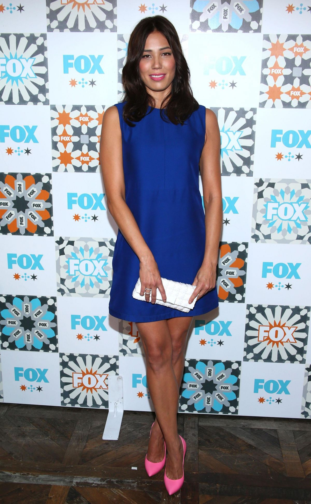 Michaela Conlin with a weight of 58 kg and a feet size of 8.5 in favorite outfit & clothing style