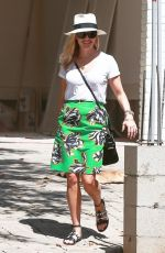REESE WITHERSPOON Arrives at Her New House in Brentwood
