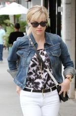 REESE WITHERSPOON Out and About in Los Angeles 1907