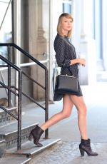 TAYLOR SWIFT Leaves Her New York