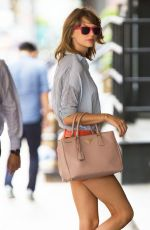 TAYLOR SWIFT Out and About in New York 2907