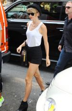 TAYLOR SWIFT Out in New York 2107
