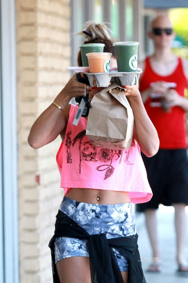 VANESSA HUDGENS Leaves Starbuck in Universal City