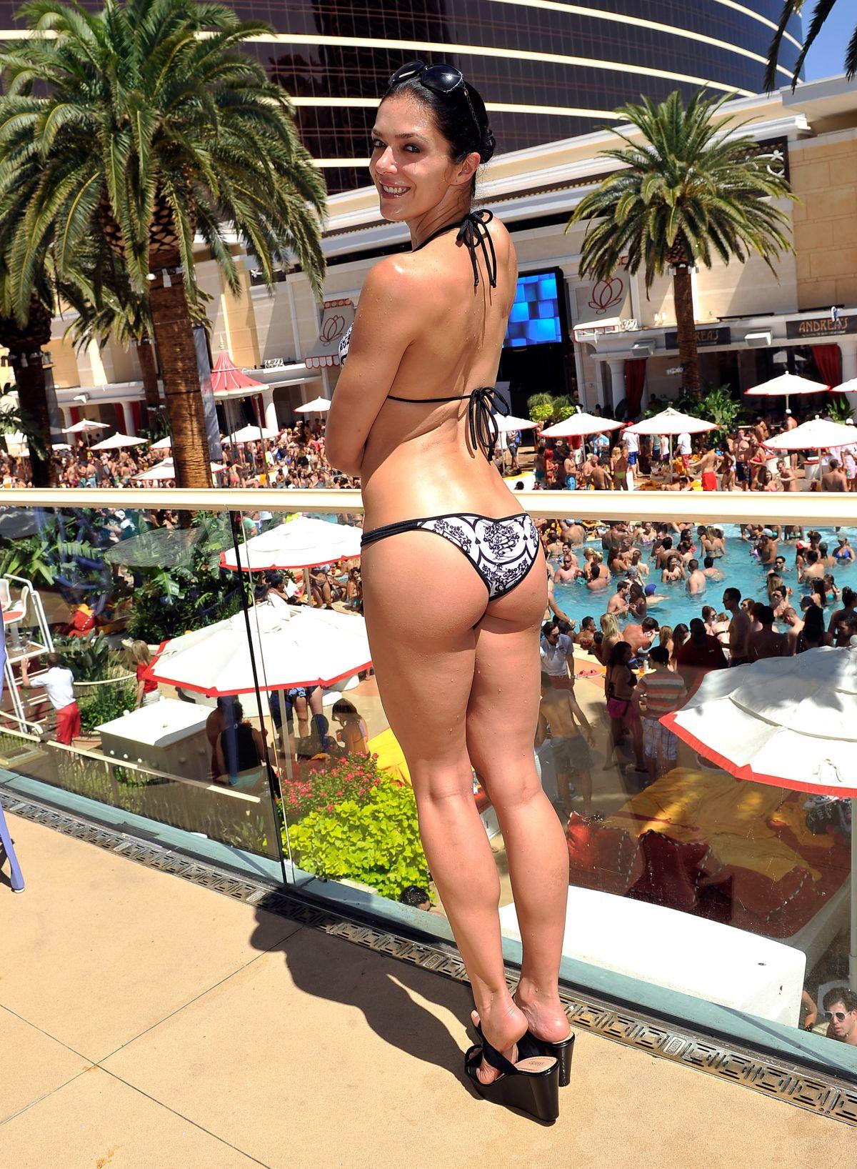 Adrianne Curry Ass 102