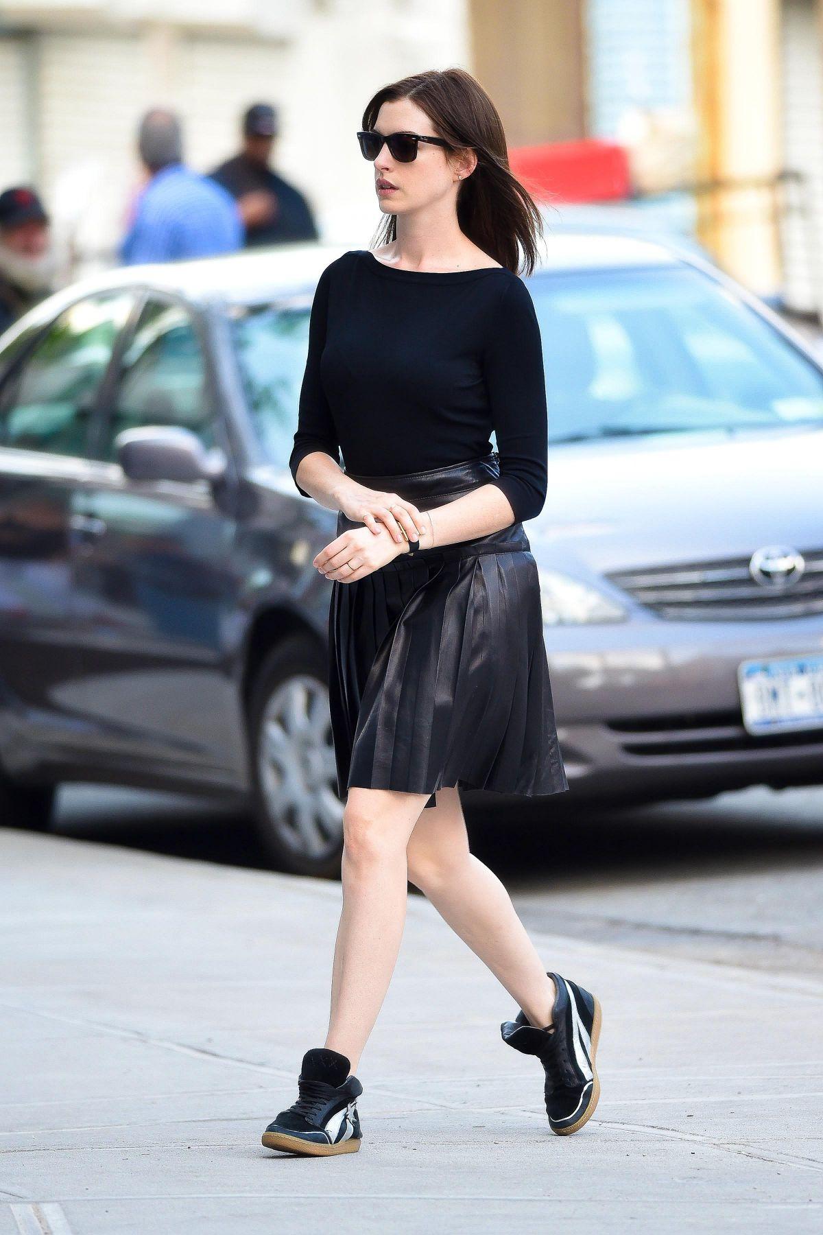 Anne hathaway on the intern set in new york hawtcelebs hawtcelebs
