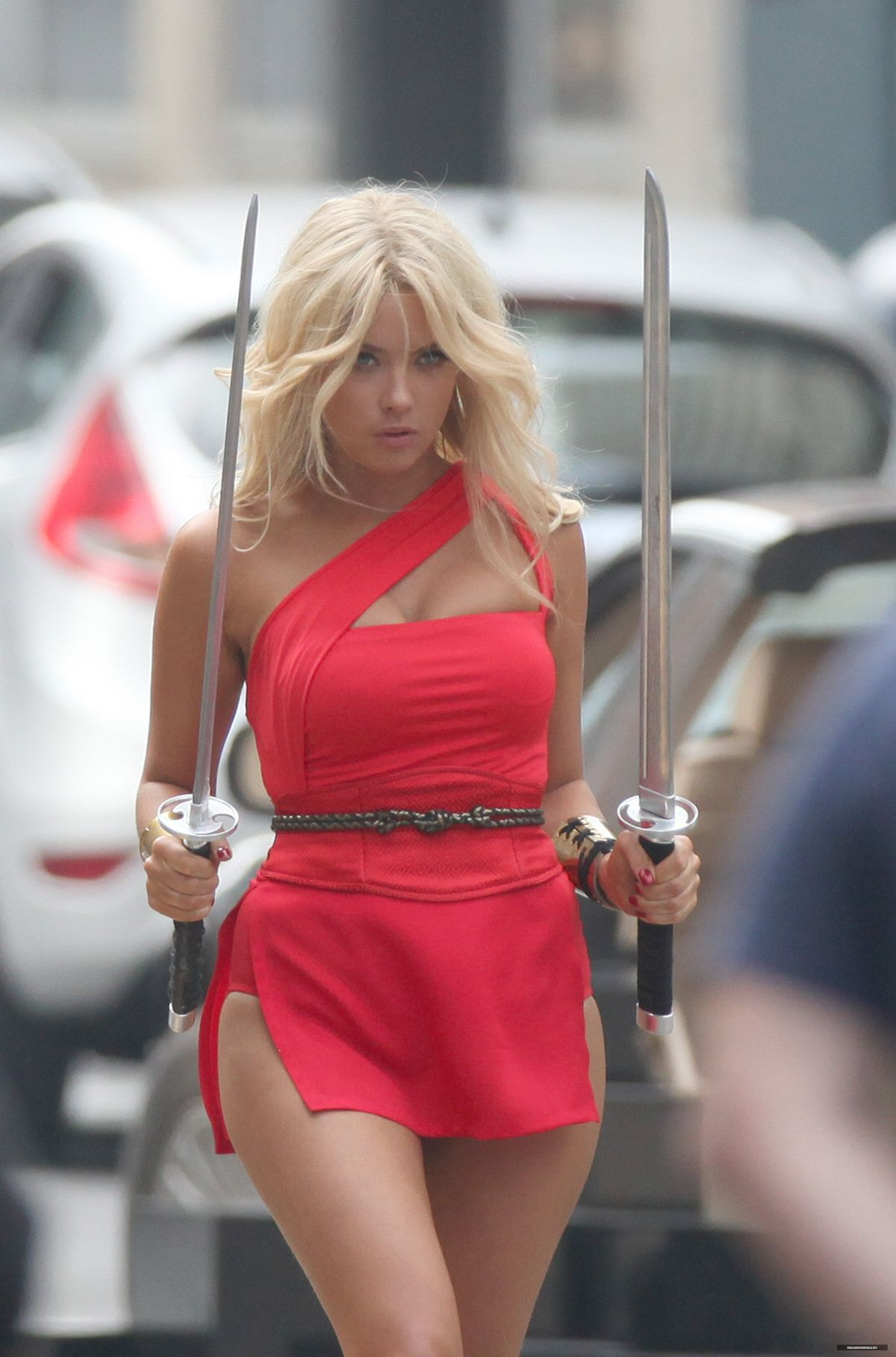ashley-benson-on-the-set-of-pixels-in-to