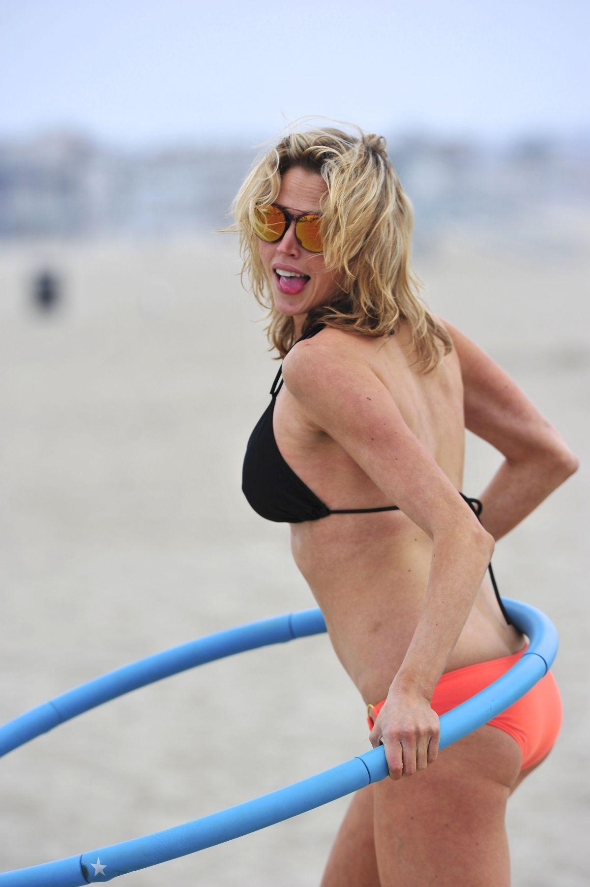 Estella warren in bikini
