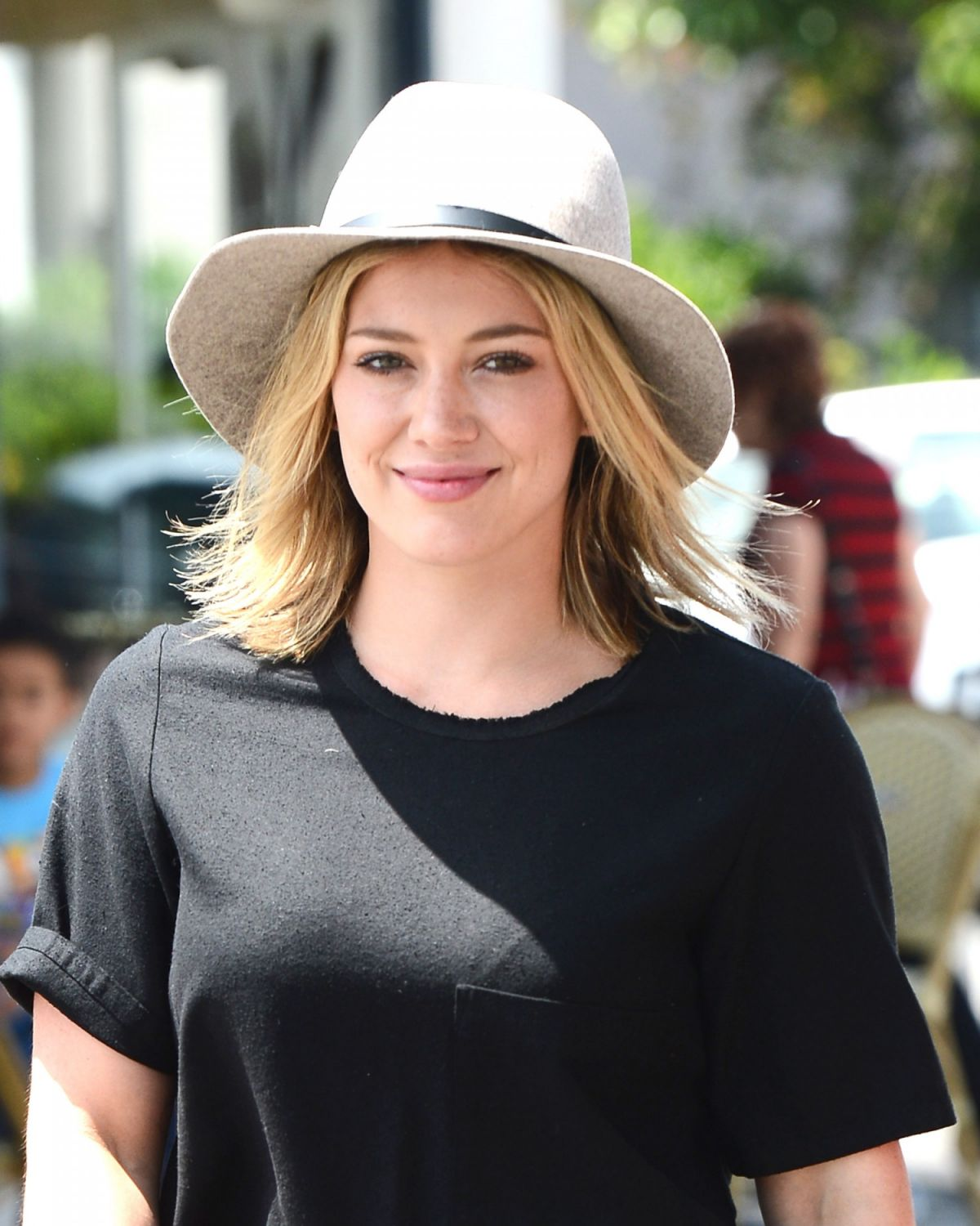 HILARY DUFF Out for Lunch at LA Conversation Cafe