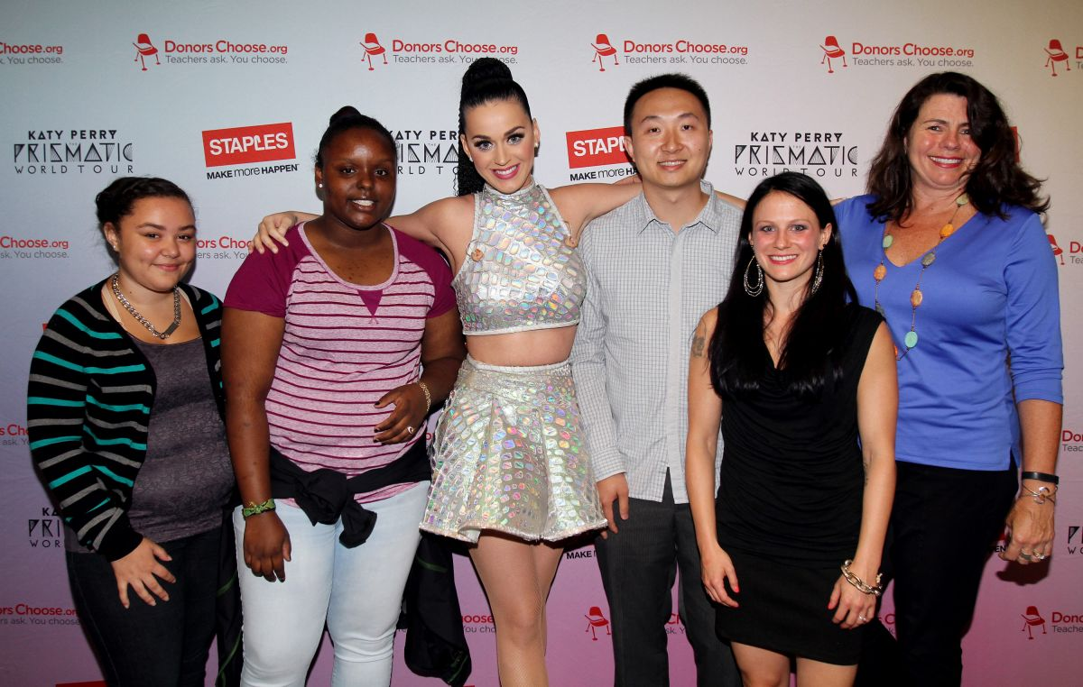 Katy perry at staples donorschoose meet and greet hawtcelebs katy perry at staples donorschoose meet and greet kristyandbryce Gallery